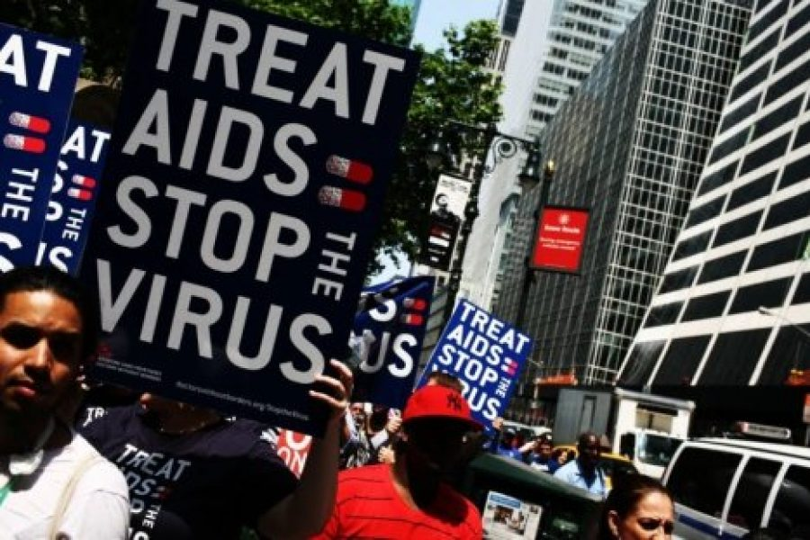 We ask that the new Government reconsider Spanish contributions to the Global Fund to Fight AIDS, Tuberculosis and Malaria
