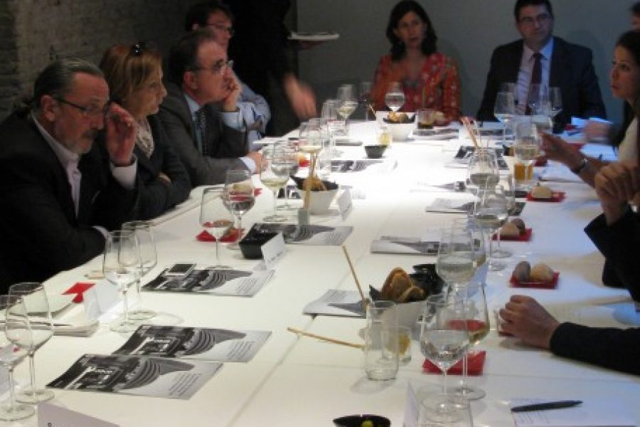 Salud por Derecho y Economistas Frente a la Crisis Organize Political Actors, Economists, and Members of the Civil Society in a lunch-debate to Discuss the Implementation of The Financial Transaction Tax