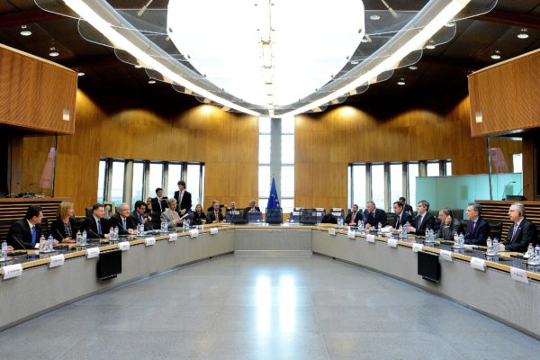The European Union makes a move to block consensus on the temporary patent waiver